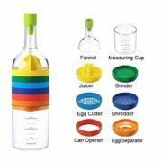 Botella con utensilios de cocina